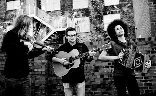 grannys-attic-worcestershire-folk-band-768x475